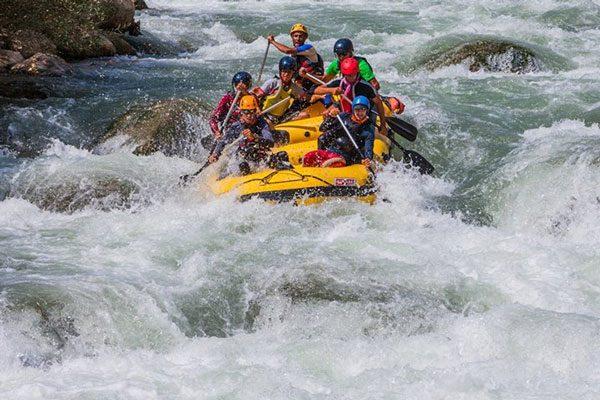 برنامه  9506: رفتینگ (قایقرانی در رودهای خروشان) رودخانه ارمند و بانجی جامپینگ (پرش باکش) از روی پل در روستای دوپلان