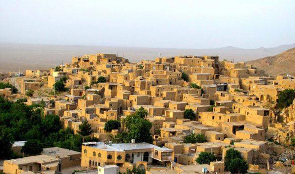 برنامه 9512- پارک ملی خارتوران،روستای قلعه بالا،کویر رضا آباد و آبشار داستان