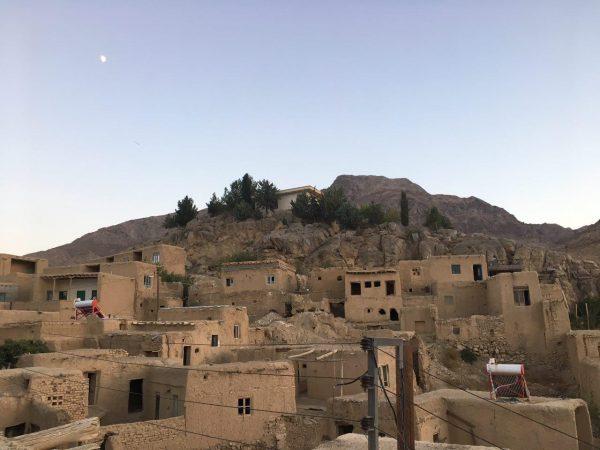 گزارش سفر به روستای قلعه بالا – پارک ملی خارتوران و کویر زیبای رضاآباد مهرماه 95
