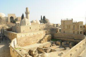شهر اندرونی باکو، همراه با کاخ شیروان شاه و قلعه دختر
