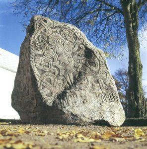تپه های یلینگ، سنگ نوشته ها و کلیسا