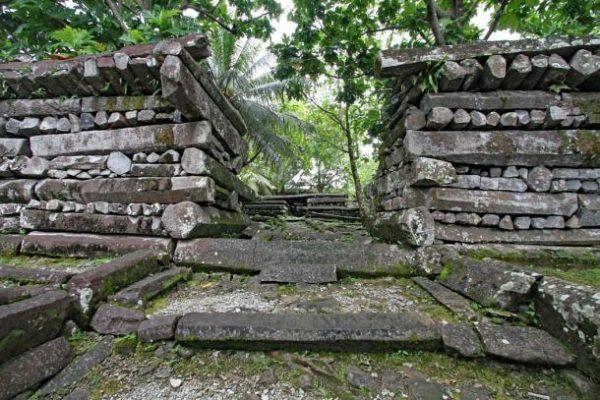 نان مادول، مرکز آیینی میکرونِزیای شرقی