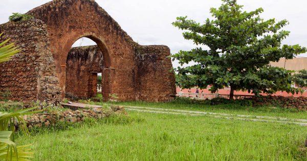 مِبنزا-کنگو، از بقایای پایتخت پادشاهی پیشین کنگو