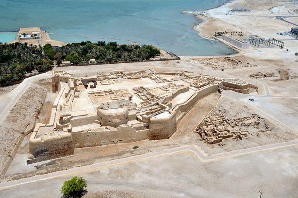 قلعهی بحرین، بندر کهن و پایتخت دیلمون