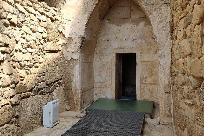 مقبرهی تِراکی سْویشتاری
